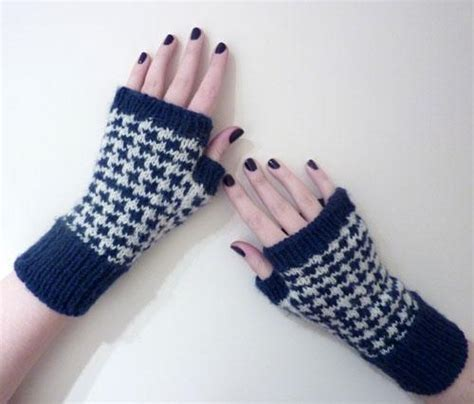 how to knit houndstooth houndstooth handwarmers by melonby knitting pattern