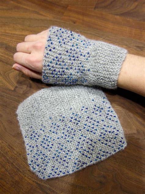 how to knit wrist warmers easy beaded wrist warmers allfreeknitting