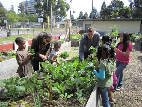 Garden Of Commune The Benefits Of Community Gardens Keep Oakland Beautiful