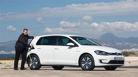 2015 volkswagen e golf price photos reviews volkswagen e golf touch debuts at ces 2016