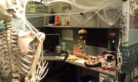 decorating cubicles for decorate your spooky office or cubicle for