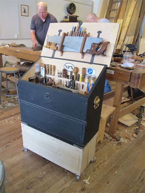 popular woodworking projects the caign tool chest popular woodworking magazine