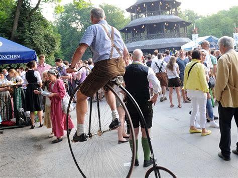 Englischer Garten München Kocherlball by 12 000 Tanzen Auf Dem Kocherlball Im Englischen Garten Stadt