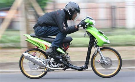 Modifikasi Mio Sporty Ban Kecil by 80 Gambar Modifikasi Yamaha Mio Gaya Thailook Terbaru