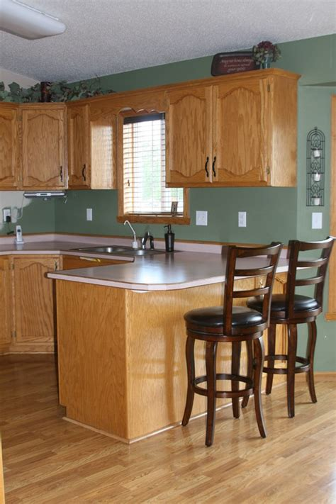 paint colors for kitchens with golden oak cabinets golden oak everywhere help