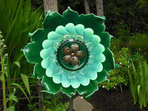 garden plate flowers using recycled glass to make flowers diy glass flowers