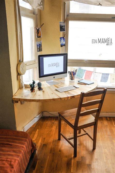 wood corner computer desk diy pallet wood corner computer desk 101 pallets