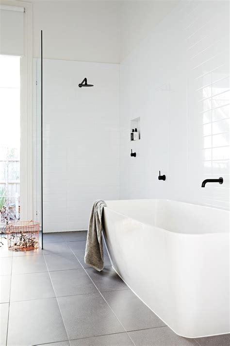 White Tile Bathroom by Best 25 Modern White Bathroom Ideas On