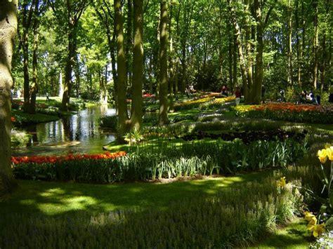 netherlands flower garden world s largest flower garden keukenhof netherlands