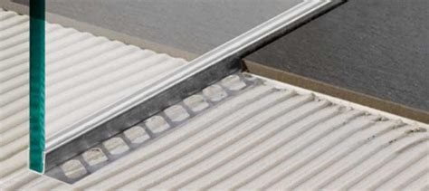 fliesen legen gefälle materialien f 252 r ausbauarbeiten mosaik dusche versiegeln