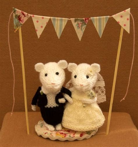 knitted wedding cake toppers and groom mice with bunting wedding mice wedding