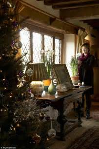How To Decorate Bowls by Sarah Raven S Festive Fairy Tale At Sissinghurst Daily