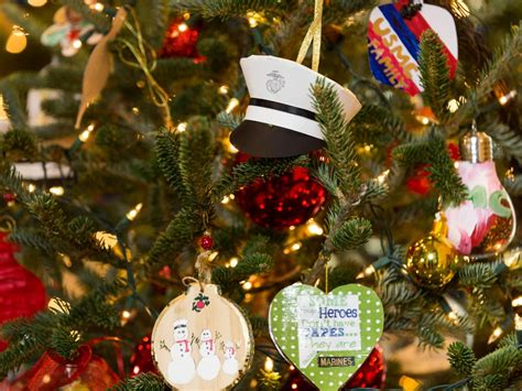 tree decoration pictures tree decorating tips hgtv