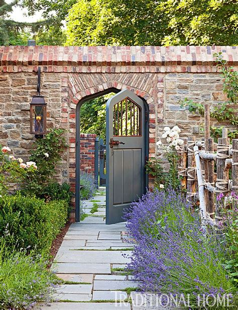 brick walls for gardens best 25 brick fence ideas on fence