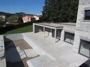 toit plat v 233 g 233 talis 233 pour cette maison contemporaine dans le rh 244 ne bureau d 233 tudes et