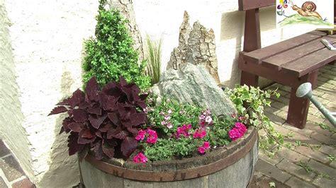 Blumenkübel Bepflanzen Vorschläge by Blumenk 252 Bel Trog Bepflanzen Mit Geh 246 Lzen Sommerblumen