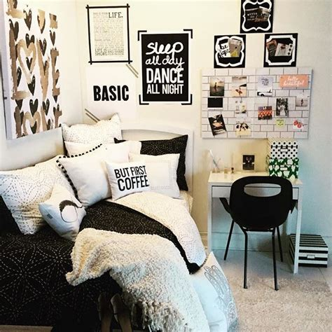 black and white decor for bedroom 1000 ideas about rooms on room