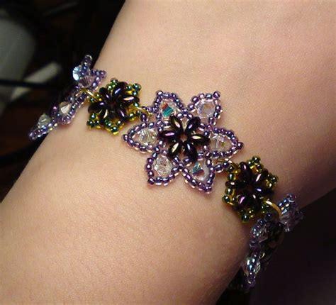 how to make a flower bead bracelet easy beaded flower bracelet beaded jewelry