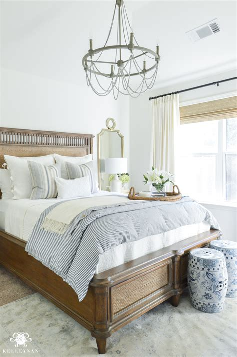 Guest Bedroom Lighting Ideas One Room Challenge Classic Blue And White Guest Bedroom