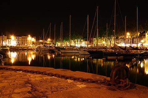 une nuit sur le port de plaisance de la rochelle