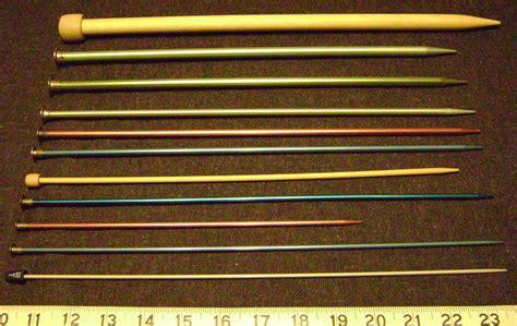 knitting needle sizes file knitting needles sizes png wikimedia commons
