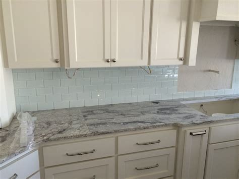 kitchen backsplash with cabinets white kitchen cabinets with slate backsplash quicua
