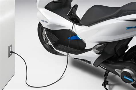 Honda Pcx 2018 Electric by Honda Pcx Electric And Pcx Hybrid Unveiled Bikesrepublic