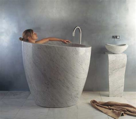 japanische badezimmermöbel stein badewanne kreative ideen im bad