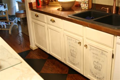 chalk paint on kitchen cabinets chalk paint kitchen cabinets