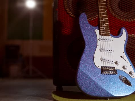 spray paint guitar paint a glitter guitar make