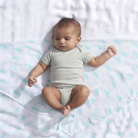 swaddling baby in crib swaddle baby in crib 28 images can you swaddle a baby