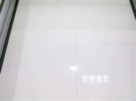 carrelage blanc brillant pour sol