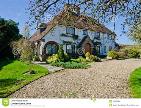 Tudor Home Plans cottage anglais de village images stock image 30562444