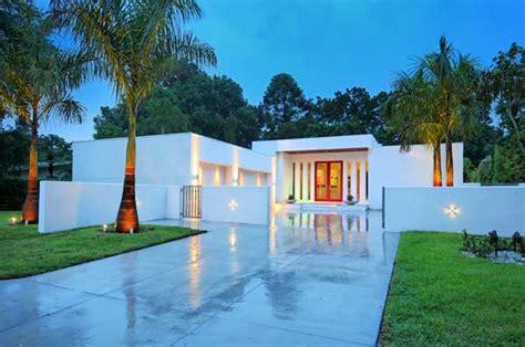 Fresh Homes fresh interior space arrangement in a custom contemporary