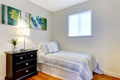 small bed room decorating a small bedroom seven simple tips for you