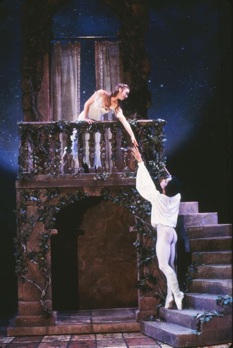 Romeo And Juliet Balcony Scene Set Design by Note To Romeo And Juliet 2 2 118