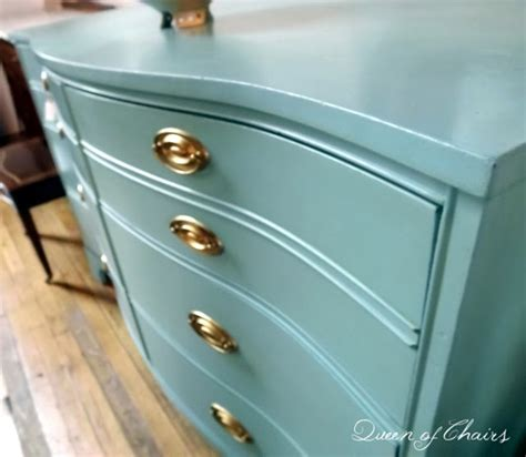 chalk paint effects 1000 ideas about chalk painted dressers on