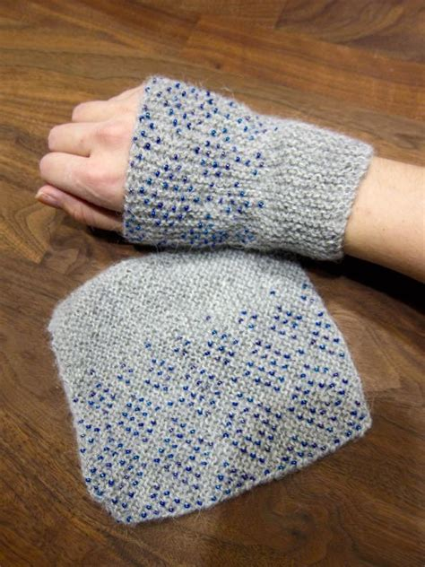 wrist warmers free knitting pattern easy beaded wrist warmers allfreeknitting