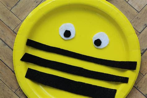 paper plate bumble bee craft bumble bee paper plate craft two and a coupon