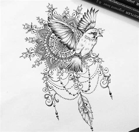 exemple dessin tatouage oiseau qui s envole avec mandala et arabesques tatouage femme
