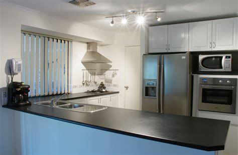 pic of kitchens file modern kitchen gnangarra jpg