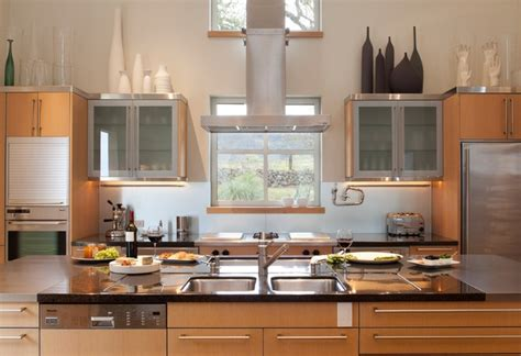 decorating ideas above kitchen cabinets decorating above kitchen cabinets tuscan style decolover net