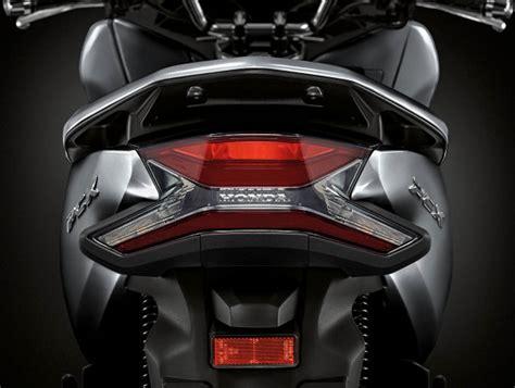 Pcx 2018 Thailand by Ini Lho Perbedaan New Honda Pcx 150 Esp My 2018 Versi