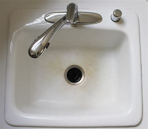 kitchen sink cleaning how to clean a kitchen sink in 3 minutes a clean bee
