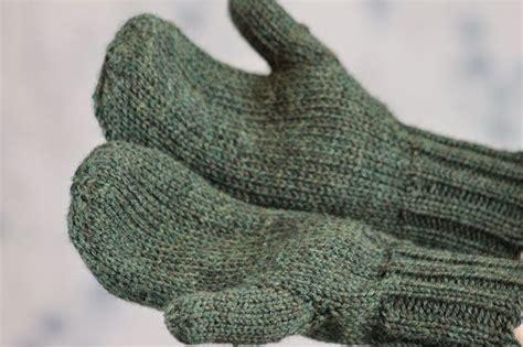 mitten knitting pattern for beginners toasty warm stockinette stitch mittens beginner knitting