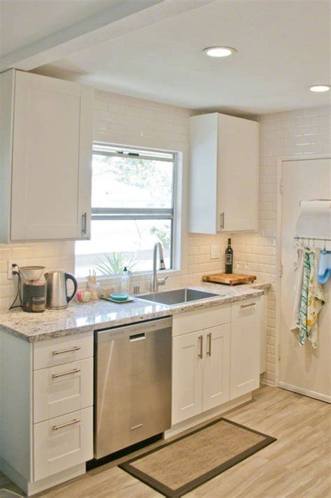 white small kitchen designs 25 best ideas about small white kitchens on