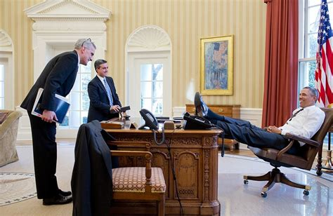 does seeing president obama s foot on the oval office desk