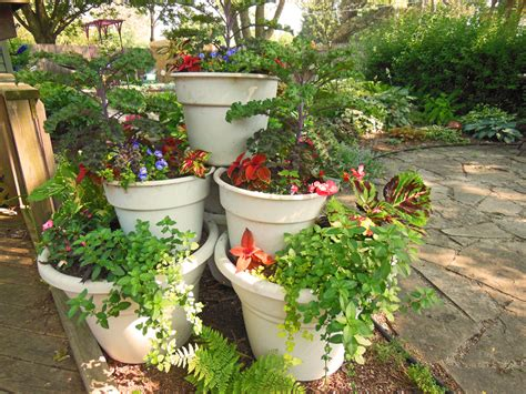 container gardens vegetables container garden tower pyramid how to build it