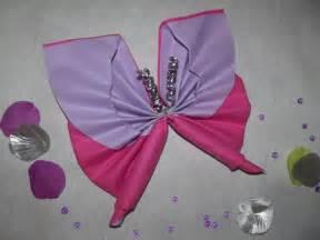 pliage de serviette en papier 2 couleurs papillon collection avec pliage de serviette en forme
