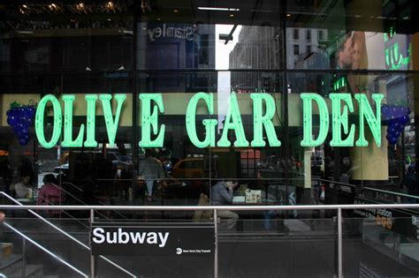 there will be breadsticks at 400 olive garden meal on new year s times square theater
